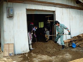 丹波市豪雨災害支援ボランティアの様子の写真02