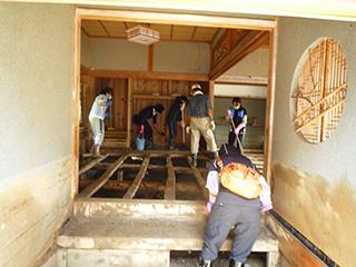 丹波市豪雨災害支援ボランティアの様子の写真04